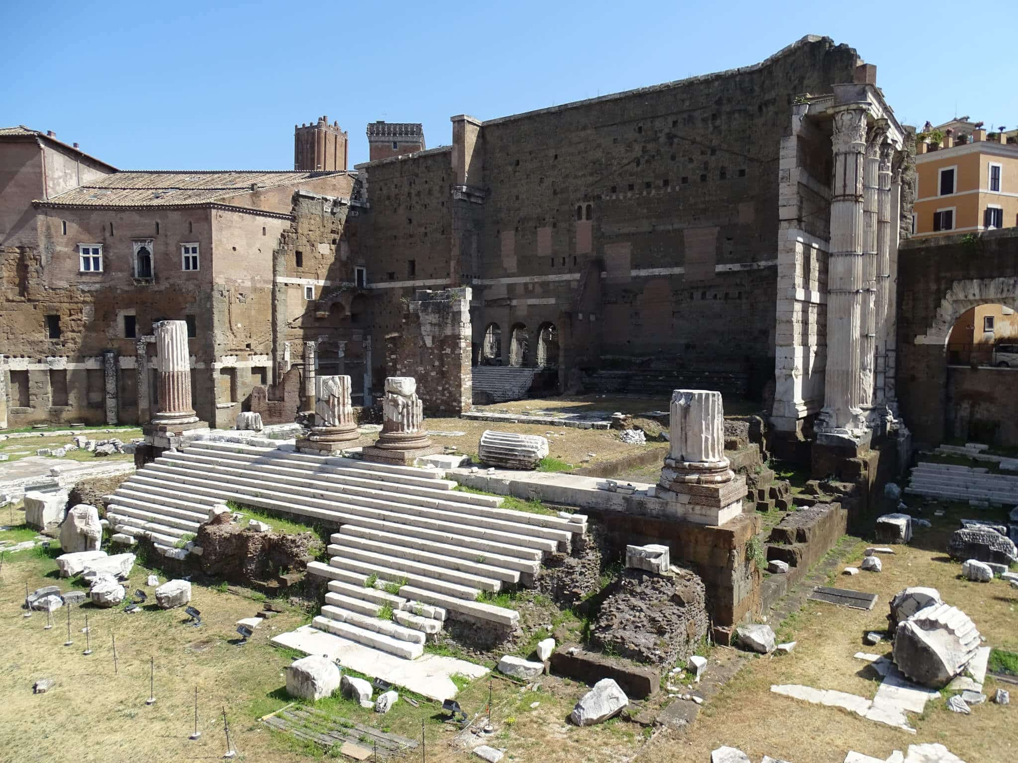 The Roman Forum, an important thing to do in Rome.